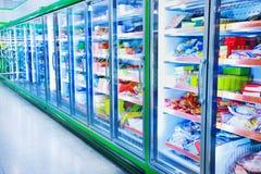 Ijskast in de supermarkt royalty-vrije stock foto