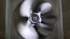 Ijskast roterende ventilator - koelsysteem stock footage