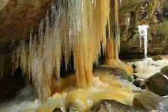 Ijskegels in Teplice-rotsen in Tsjechische republiek Stock Foto
