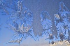 Ijskristallen op vensterglas Stock Fotografie