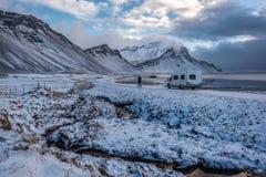 IJsland, Vestrahorn zet en zwart zand op Stock Afbeelding