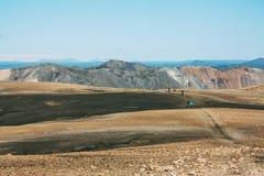 Ijslands landschap met bergtoerist in Landmannalaugar Royalty-vrije Stock Afbeelding