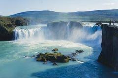 Ijslandse waterval in IJsland, Godafoss, mooie trillende het beeldmening van het de zomerpanorama Royalty-vrije Stock Fotografie