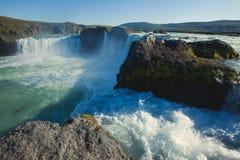 Ijslandse waterval in IJsland, Goddafoss, mooie trillende het beeldmening van het de zomerpanorama Stock Afbeelding