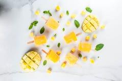 Ijslollys, Bevroren mango smoothie Royalty-vrije Stock Afbeelding