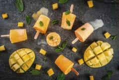 Ijslollys, Bevroren mango smoothie Stock Foto
