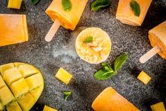 Ijslollys, Bevroren mango smoothie Royalty-vrije Stock Afbeeldingen