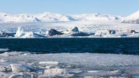 Ijsmeer over Jakulsarlon ijzig in de winter stock afbeelding