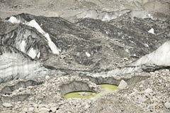 Ijsmeren van Khumbu-gletsjer en stenen en ijsvormingen himalayagebergte nepal Stock Afbeeldingen