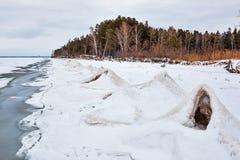 Ijspiramide op de rivier De Ob-Rivier, Siberië Stock Foto's