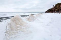 Ijspiramide op de rivier De Ob-Rivier, Siberië Stock Fotografie