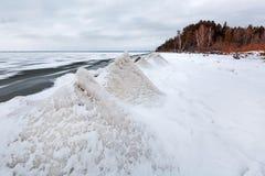 Ijspiramide op de rivier De Ob-Rivier, Siberië Royalty-vrije Stock Foto's