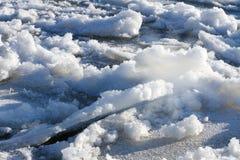 Ijsschol op een bevroren rivier royalty-vrije stock fotografie