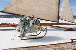 Ijszeilboot en Slee met Canvasbladen Stock Fotografie