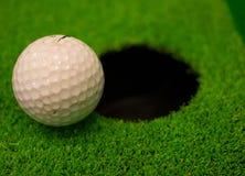 Ijzer dat golfbal in motie raakt Stock Afbeelding