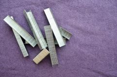 Ijzer, metaal, zilverachtige bouwnietjes Stock Foto's