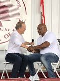 Ijzer Mike Tyson en Showtime-netwerken Jim Gray Stock Foto