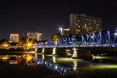 Ijzerbrug bij Nacht in Chiangmai Thailand Royalty-vrije Stock Foto's