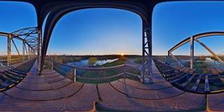 Ijzerbrug bij zonsondergang Stock Foto
