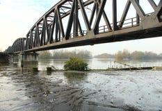Ijzerbrug over Po rivier Stock Afbeeldingen