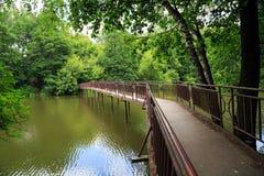Ijzerbrug over rivier Pekhorka Balashikha, Rusland Royalty-vrije Stock Afbeeldingen