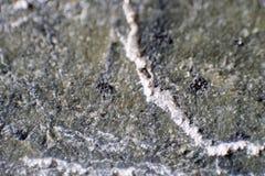 Ijzererts Metaalijzer Sluit omhoog Vage grenzen Mineralen van de Aarde Extractie van natuurlijk ijzererts voordelen stock foto's