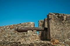 Ijzerkanon op de muur van bolwerk naast het Marvao-Kasteel royalty-vrije stock afbeeldingen