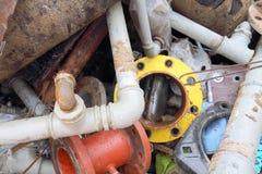 Ijzerpijpen van een stortplaats van ijzerhoudend materiaal Stock Fotografie