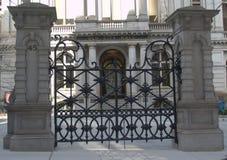 Ijzerpoorten buiten de vroegere Latijnse School van Boston royalty-vrije stock afbeeldingen
