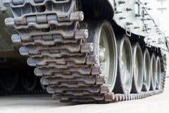 Ijzerrupsbanden van de militaire zware tank Stock Foto's