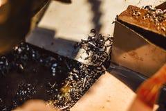 Ijzerspaanders in de workshop stock afbeelding