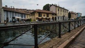 Ijzerspoor langs rivier in Milaan royalty-vrije stock afbeeldingen