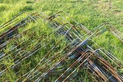 Ijzerstapel op het gras Stock Fotografie