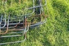 Ijzerstapel op het gras Royalty-vrije Stock Afbeeldingen