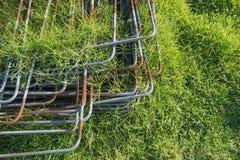 Ijzerstapel op het gras Royalty-vrije Stock Fotografie