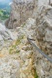 Ijzertreden en wandelingsweg aan Ellmauer-Halt bij Wilder Kaiser-bergen van Oostenrijk - dicht bij Gruttenhuette, het Gaan, Tirol royalty-vrije stock fotografie