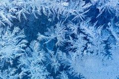 Ijzig de winterpatroon bij een vensterglas Stock Foto's