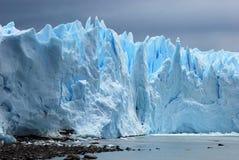 Ijzig die ijs Perito Moreno Glacier van Argentino Lake - Argentinië wordt gezien stock foto's