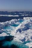 Ijzig landschap op water Royalty-vrije Stock Fotografie