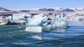 Ijzig meer Jokulsarlon in IJsland stock videobeelden