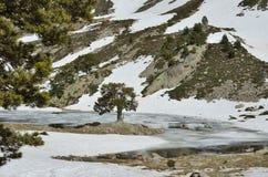 Ijzig meer van de vallei madriu-Perafita-Claror stock afbeeldingen