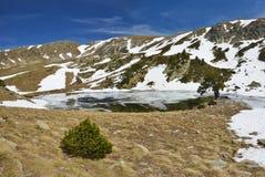 Ijzig meer van de vallei madriu-Perafita-Claror stock foto's