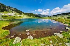 Ijzig Meer Vidal in Parang bergen, Roemenië Stock Afbeeldingen