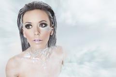 Ijzig meisje in een sneeuwstorm Royalty-vrije Stock Afbeeldingen