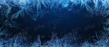 Ijzig natuurlijk patroon op de wintervenster royalty-vrije stock afbeelding