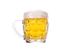 Ijzig vers bier met schuim Stock Afbeelding