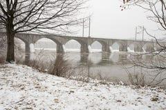 Ijzige brug op Susquehanna-Rivier in Harrisburg, PA Stock Foto