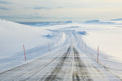 Ijzige weg in noordelijk Noorwegen Royalty-vrije Stock Afbeelding