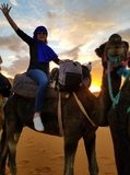 Ik ben in de Sahara bij zonsondergang! stock fotografie