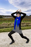 Ik ben een zebra. Jonge vrouw die pret heeft stock foto's